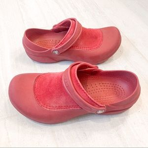 CROCS Red Clogs Closed Top Size 9